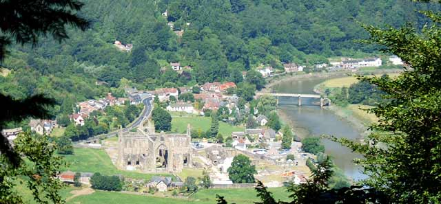 an analysis of wordsworths lines composed a few miles above tintern abbey Analysis of wordsworth's poetry 'lines composed a few miles above tintern abbey' lines composed a few miles above tintern abbeys.